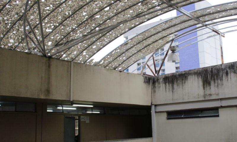 Governo repassa verba para reforma de telhado de escola estadual após um ano e meio de reclamações