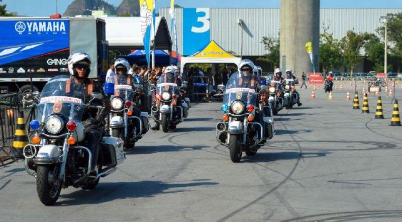 Dois policiais da escolta de Bolsonaro se acidentam em deslocamento