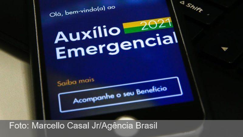 Governo estuda conceder auxílio transitório para não incluídos no Auxílio Brasil