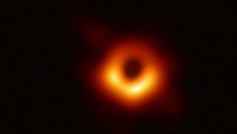 Imagens de buraco negro no espaço são registradas pela 1ª vez