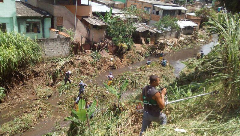 Demlurb realiza conservação e limpeza do córrego do Bairro Linhares em Juiz de Fora