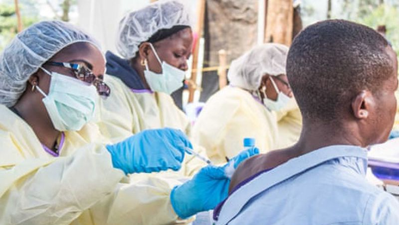 Aprovada 1ª vacina do mundo contra Ebola: 'marco histórico'