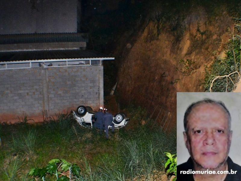 Fusca despenca de barranco em Muriaé e condutor morre