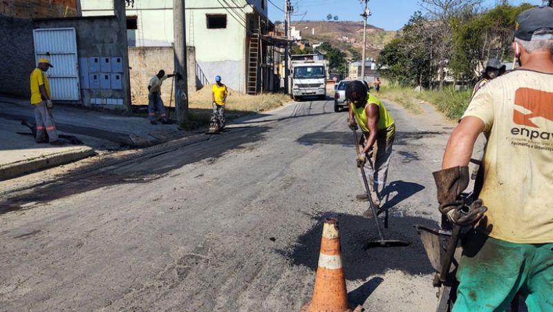 Empav aplica mais de 300 toneladas de asfalto em operação tapa-buracos em JF