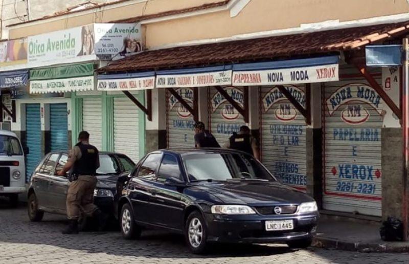 S.J.Nepomuceno: homem é preso pela PM após ser flagrado por câmera furtando picanha em supermercado