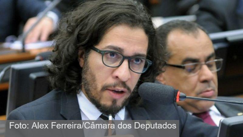 Bolsonaro é condenado a pagar R$ 2,6 mil a Jean Wyllys