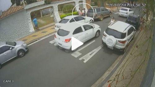 Vídeo: policiais são presos em SP extorquindo mulher na rua