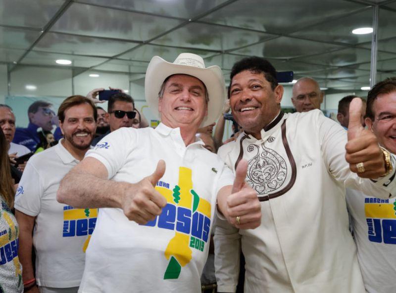Presidente Jair Bolsonaro desiste de dar desconto na conta de energia de igrejas