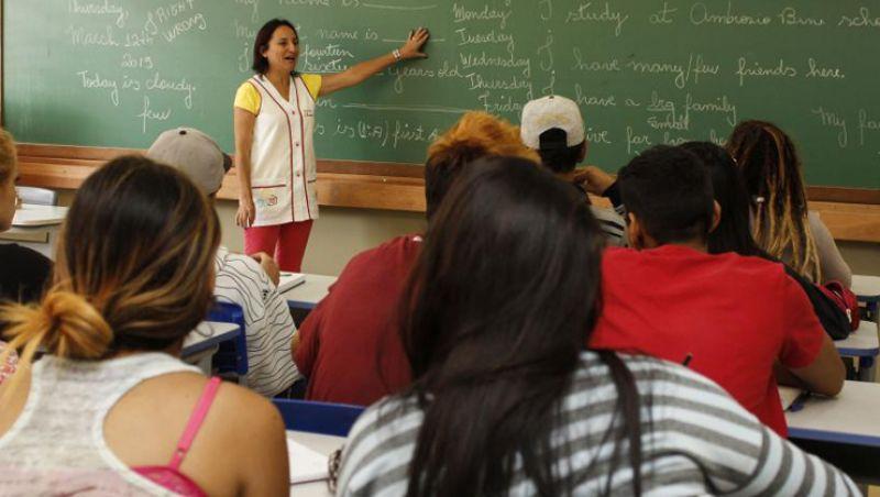 Mais de 500 municípios de Minas não pagam piso nacional dos professores da educação