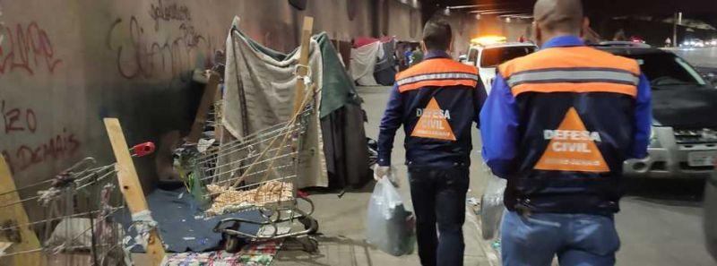 Governo entrega cobertores, máscaras e kits de higiene a pessoas em situação de rua