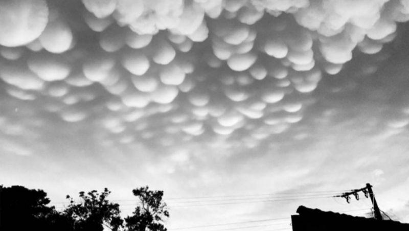 Nuvem rara 'Mammatus' chama a atenção de moradores do Oeste de SC