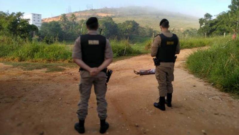 Corpo de homem é encontrado em estrada vicinal de Muriaé