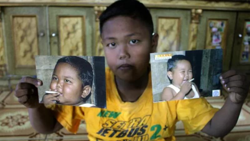 Lembra do bebê da Indonésia que fumava 40 cigarros por dia? Veja como ele está atualmente