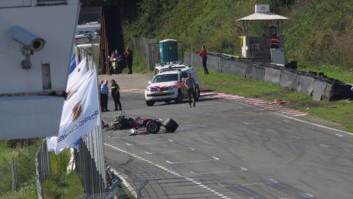 Piloto francês morre após forte acidente no campeonato de carros históricos da F1