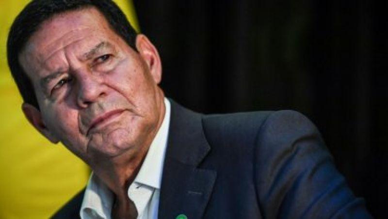 """Bolsonaro está sob """"grave ameaça"""", afirma general Hamilton Mourão"""