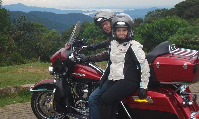 Casais apaixonados por duas rodas contam como a moto ajuda a manter a união neste Dia dos Namorados