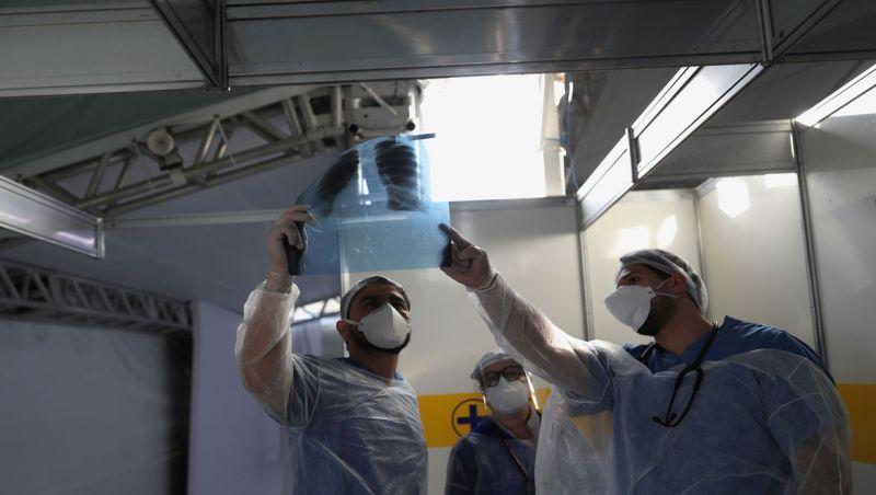 Covid-19: Brasil passa de 70 mil mortes e 1,8 milhão de casos
