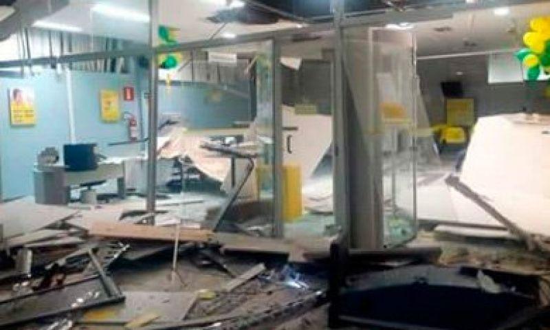 Assaltantes explodem agências bancárias em Barroso