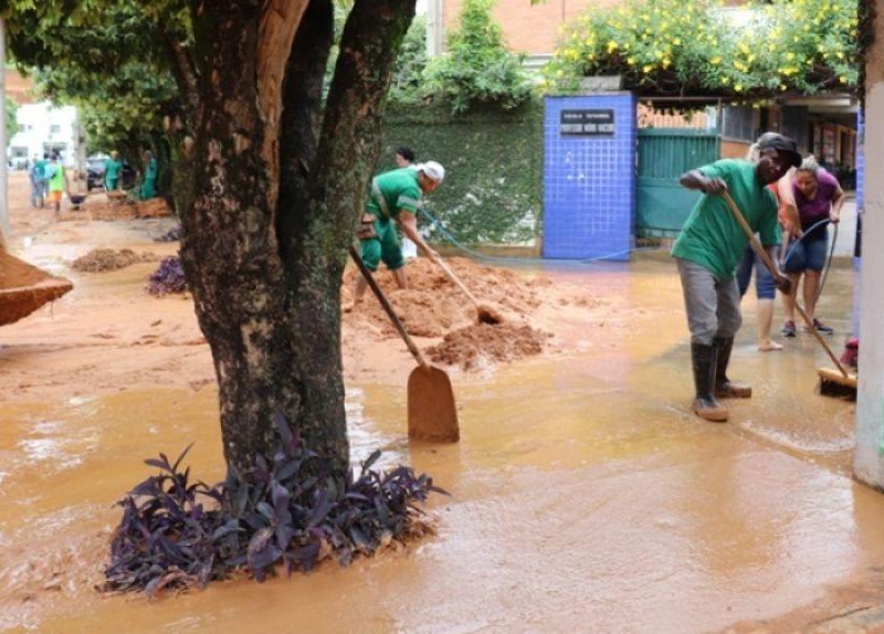 Defesa civil registrou mais de 60 ocorrências depois das fortes chuvas que caíram em Muriaé