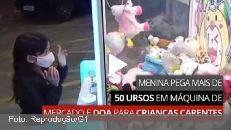 Menina gasta R$ 800, pega 58 ursos de pelúcia em máquina e doa para crianças carentes