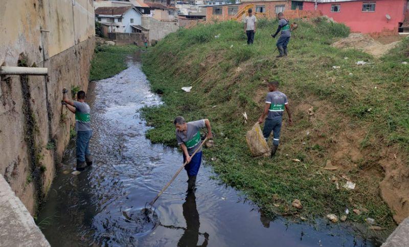 PJF coleta 23 toneladas de lixo e entulho nos bairros Linhares e Vitorino Braga