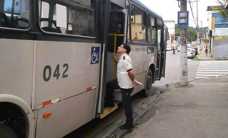 Settra autua sete ônibus do transporte coletivo e dois são recolhidos