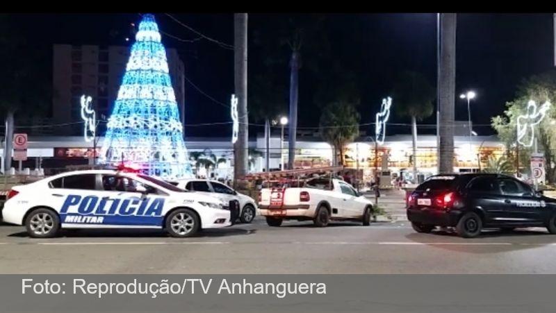 Menina sofre descarga elétrica e morre após tocar em estrutura da decoração de Natal