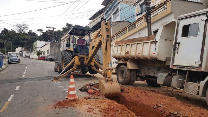 Secretaria de Obras de Juiz de Fora substitui rede de drenagem nos bairros Grajaú e Santa Luzia