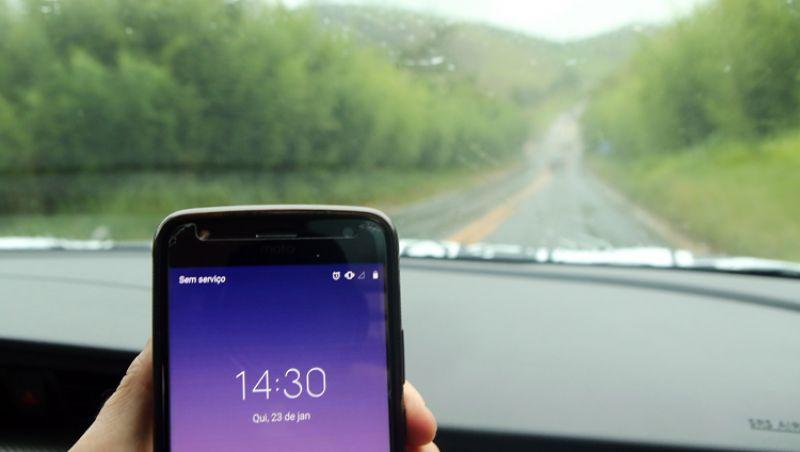 Falta de área de celular prejudica usuários de rodovias da região