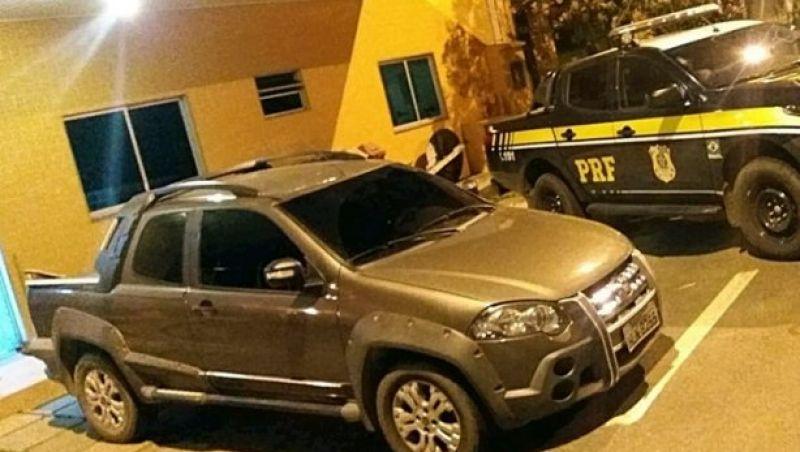 PRF Leopoldina apreende veículo clonado com motorista de Cataguases