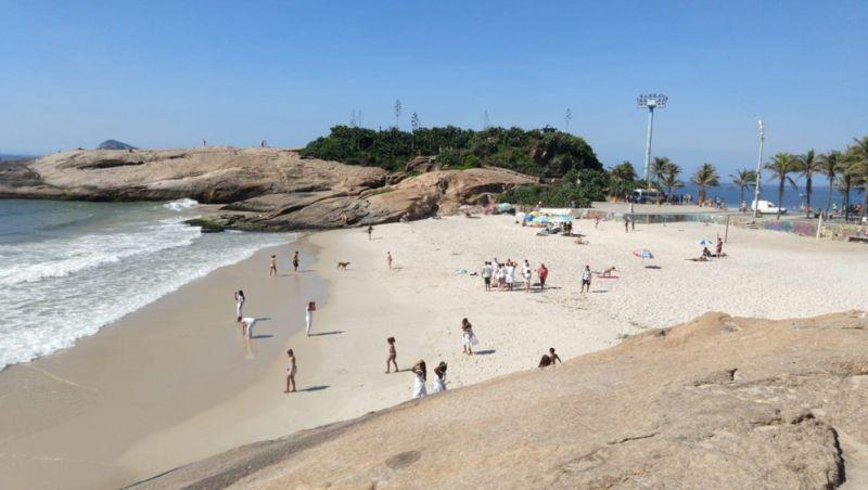 Último domingo do ano é de praia e compras para o ano-novo no Rio