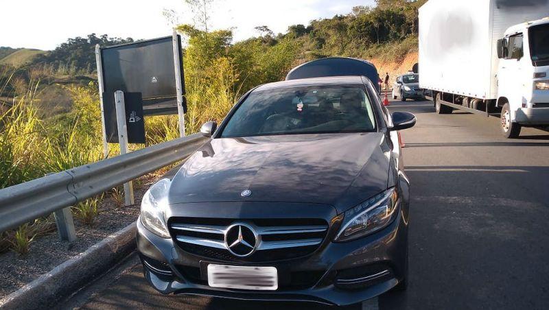 Jovem é detido dirigindo carro de luxo roubado e com placas clonadas na MG-353 em Coronel Pacheco