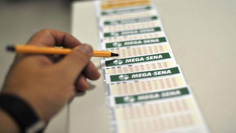 Mega-Sena acumula e pode pagar R$ 27 milhões na quarta-feira