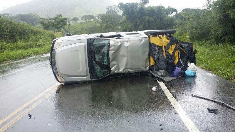 Ocupantes de veículo saem ilesos de acidente na BR-116, em Teófilo Otoni