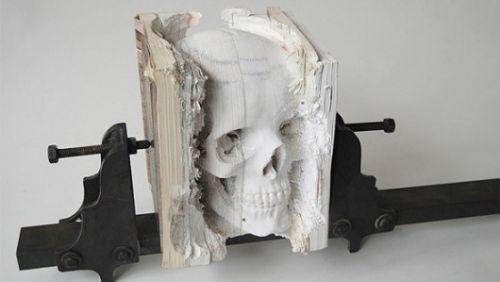 10 esculturas feitas de livros antigos