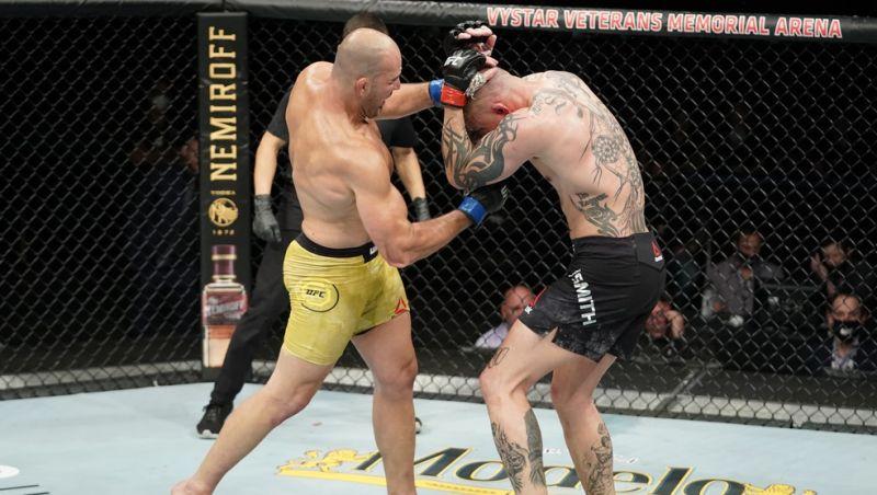 Impiedoso, Glover Teixeira atropela Anthony Smith na luta principal do UFC em Jacksonville