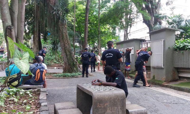 Guarda Municipal realiza abordagem preventiva no Parque Halfeld em JF
