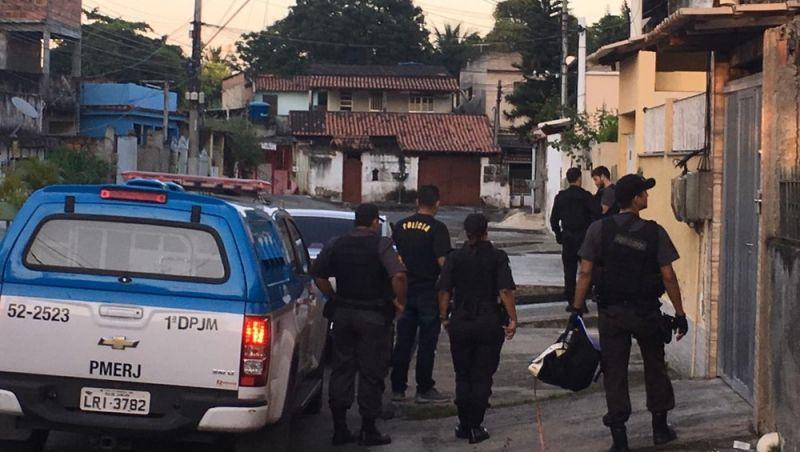 Doze policiais militares são presos por desvio de carga roubada no Rio