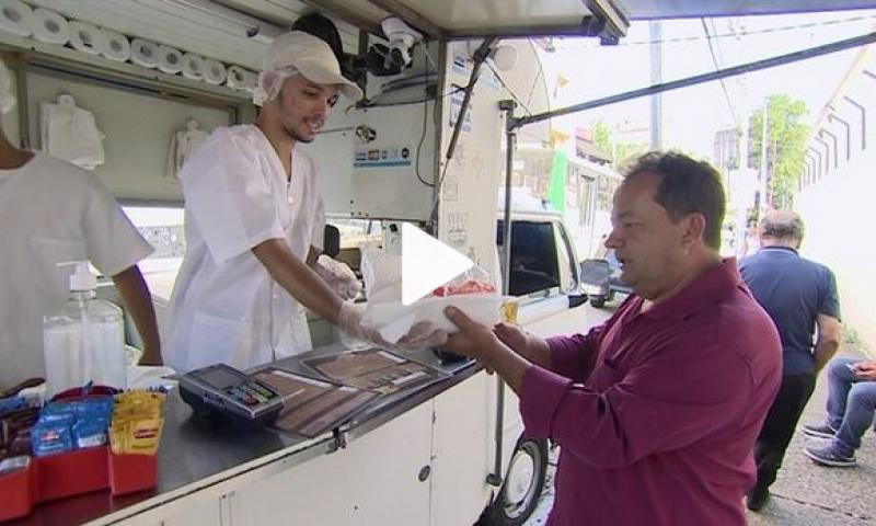 Vender comida na rua é saída da crise para milhares de brasileiros