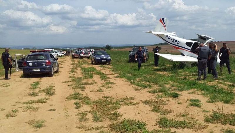 Avião com 30 kg de pasta base de cocaína faz pouso forçado em SP