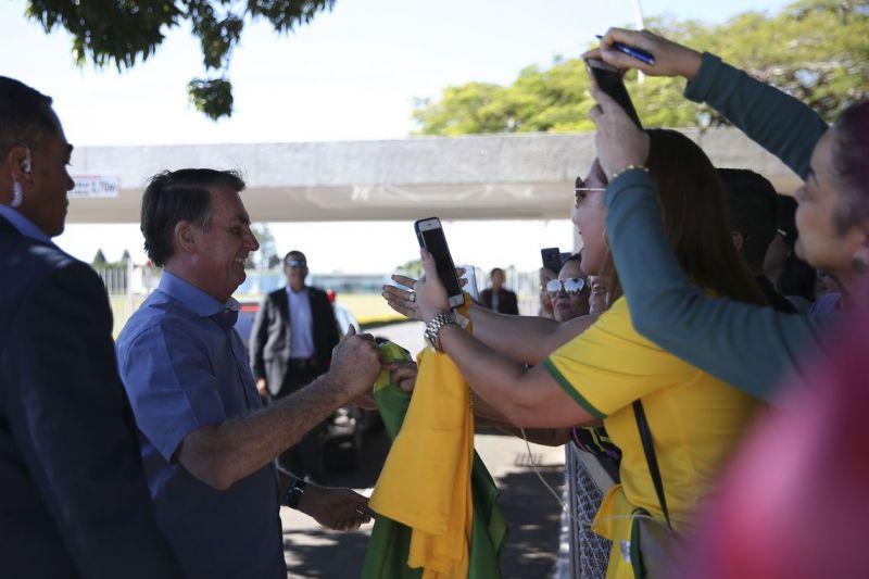 Bolsonaro diz que Legislativo quer deixá-lo como rainha da Inglaterra