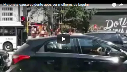 Motorista causa acidente após ver mulheres de biquíni; VÍDEO