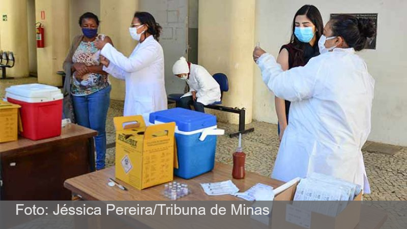 JF: Apenas 65 pessoas foram imunizadas com o reforço da Coronavac neste sábado