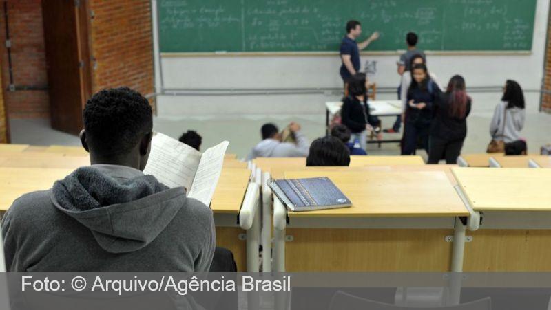 Escolas públicas e particulares reabrem em SP para aulas de reforço