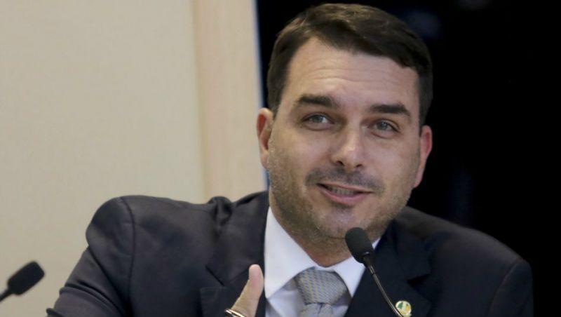 Flávio Bolsonaro opera contra a Lava Toga