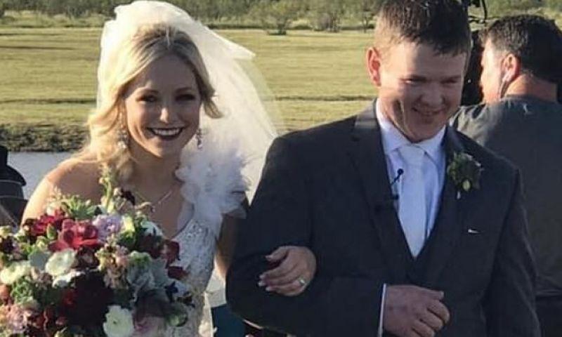 Noivos de 23 anos morrem em queda de helicóptero ao deixarem festa de casamento