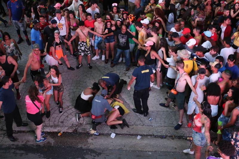 Polícia procura autor de disparos feitos em bloco de carnaval de SP