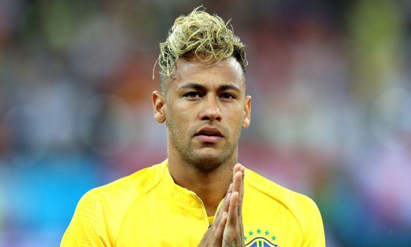Após estreia, Neymar corta o cabelo e muda visual de novo (bendito empate!)