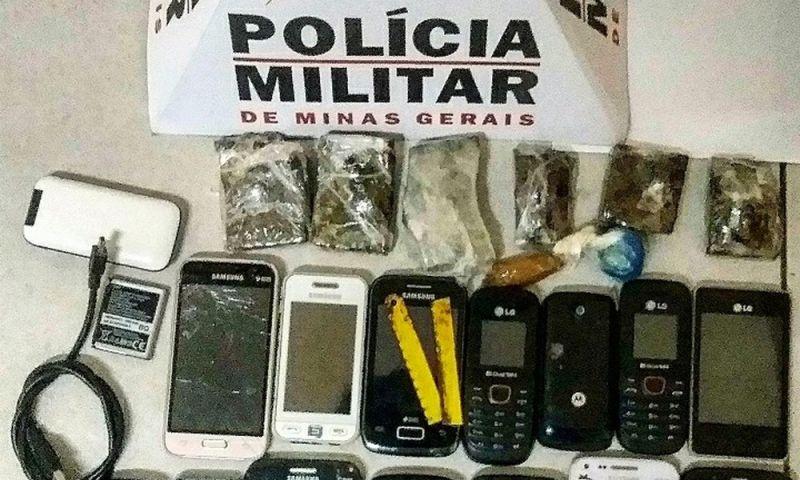Adolescentes são flagrados tentando arremessar celulares e drogas dentro do Presídio de Barbacena