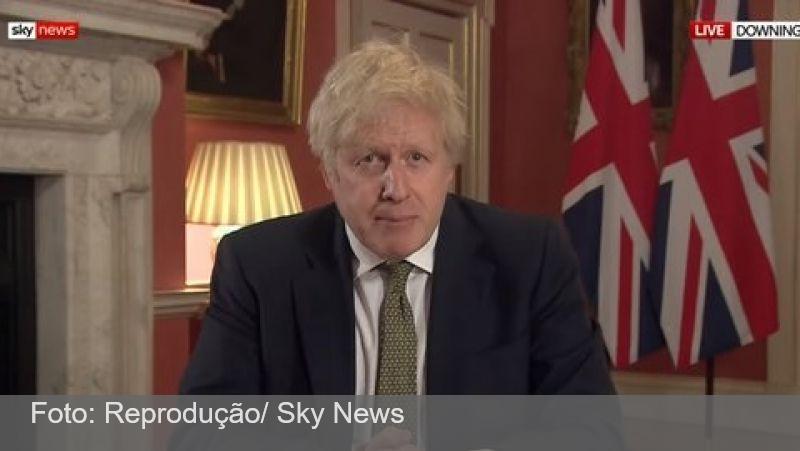 Boris Johnson estuda medidas para barrar 'variante brasileira' do coronavírus